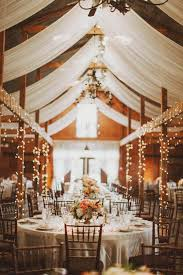awesome wedding table decorations with white tablecloths and wooden