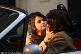 Selena Gomez The Scene Hit The Lights Selena Gomez Seen For First Time On Woody Allen Movie Set Daily