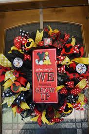 Decoration Noel Disney by Top 25 Best Disney Wreath Ideas On Pinterest Mickey Wreath