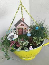 to use simple kitchen items for garden decor
