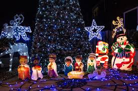 let it glow uk u0027s most christmassy house dazzles with 10 000