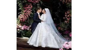 wedding dress miranda kerr miranda kerr unveils fairytale wedding gown catch news
