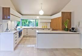 couleur cuisine avec carrelage beige 1 cuisines blanches avec carrelage beige meubles bancs et plafond