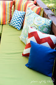 Pallet Patio Furniture Cushions by Diy Pallet Furniture A Patio Makeover