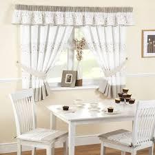 tende con mantovana per cucina gallery of modelli di tende per finestre scelta tendaggi come