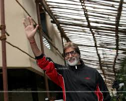 wallpaper amitabh bachchan greets his fans at his bungalow jalsa