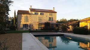chambre d hote tarascon vue de la maison d hôte et de la piscine picture of allard