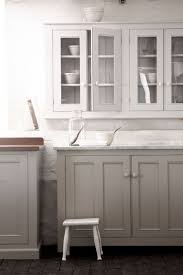 Shaker Style White Kitchen Cabinets by Best 25 White Glazed Cabinets Ideas On Pinterest Glazed Kitchen