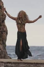 what color is shakira s hair 2015 bikini clad shakira is the ultimate multi tasking mum as she