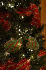 How To String Christmas Tree Lights by Kristen U0027s Creations Decorating A Christmas Tree With Mesh Ribbon