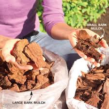 Types Of Garden Mulch Tips For A Weed Free Yard Organic Mulch Gardens And Organic Soil