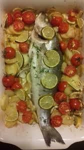 cuisiner du bar au four bar ou loup de mer petits légumes et citron vert au four cuisine