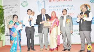 iisr headmistress receives best teacher award 2017 saudi gazette