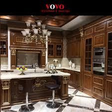 peindre des armoires de cuisine en bois foncé couleur armoires de cuisine en bois massif avec la peinture d