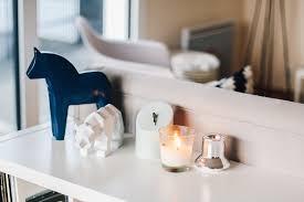 étagère derrière canapé ikea hack une étagère kallax en joli meuble de rangement