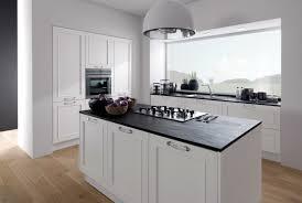 cuisine blanche plan de travail noir awesome cuisine noir plan de travail bois blanc photos matkin