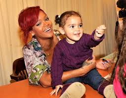 Barnes Noble 5th Ave 3 Rihanna Promotes Her New Book U0027rihanna The Last On Earth