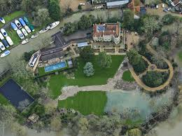 George Clooney Home In Italy Clooney Faces Flood Threat To New House As Thames Invades Garden