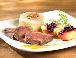 cuisiner la biche filets de biche sauce grand veneur et purée au céleri colruyt