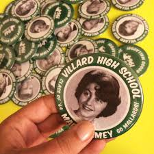 high school reunion souvenirs high school reunion idea consider 3 buttons instead of a name