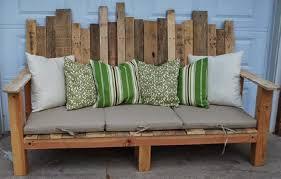 canapé en bois de palette home garden 20 idées pour transformer des palettes en canapé