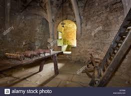 chambre des tortures instruments d interrogatoire à la chambre de médiévale dans