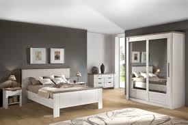 chambre avec lit noir 32 cadre de lit noir laqué élégant meilleur de mengmengcat com