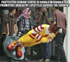 Ronald Mcdonald Phone Meme - ronald mcdonald statue removed by protesters