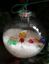 weihnachtskugeln zum befüllen für originellen diy weihnachtsschmuck
