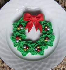 christmas fondant wreath for cupcake topper or sugar cookies