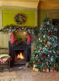 christmas decorating theme traditional