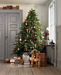 47 gorgeous traditional christmas tree ideas loombrand