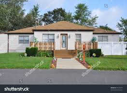 Bungalow Home Suburban Middle Class Bungalow Home Walkway Stock Photo 84725575