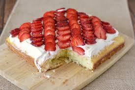 quick and easy strawberry cake recipe diycandy com