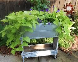 Unique Garden Decor Use A Galvanized Tub For Flowers Cool Garden Decor