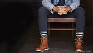 tenue de ville homme homme quelles chaussures porter avec un jean