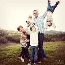 18 creative family picture poses