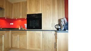 vernis cuisine cuisine intégrée en chêne massif vernis dans l ain par abema