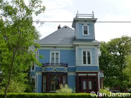 is full of beautiful victorian mansions