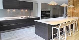 cuisine gris foncé plan de travail cuisine gris anthracite galerie avec grise bois