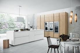 cuisine blanc laqué et bois cuisine en bois 4 façons de la moderniser inspiration cuisine