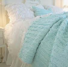 Ruffle Bedding Shabby Chic by Best 25 Ruffle Bedding Ideas Only On Pinterest Pink Bedrooms