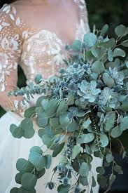 wedding flowers eucalyptus 32 ways to use eucalyptus at your wedding weddingomania