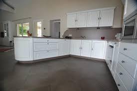 photo de cuisine amenagee cuisine amenagee blanche vos idées de design d intérieur