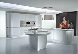 cuisine sur un pan de mur 1001 conseils et idées pour aménager une cuisine moderne blanche