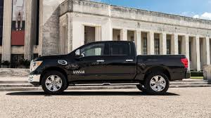 nissan titan oil change interval used 2017 nissan titan crew cab pricing for sale edmunds