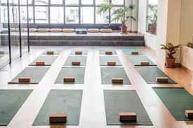 imagenes estudios yoga ayoga concede franquicias de sus estudios de yoga negocio franquicia