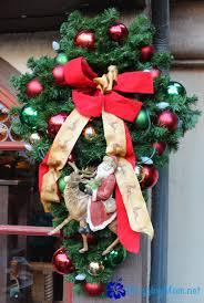 my favorite christmas wreaths u0026 garlands at walt disney world