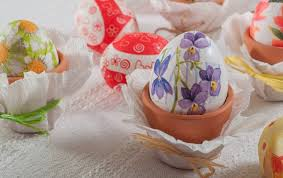 easter napkins ideas how to decorate easter eggs with various techniques