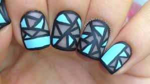 nail art tutorial geometric negative space perfect for short